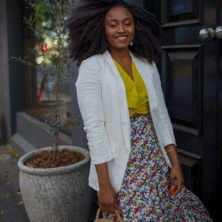 Mid week bloom . Blazer & skirt @littlepartydress  Allegra blazer in size 8 Julieta skirt size 8 . . . #littlepartydress #whiteblazer #springstyle #australianfashionblogger #brisbanestyle #springfashion #outfitstyle #momblogger